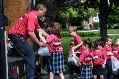 School Kids provide food for Hope Distribution Center